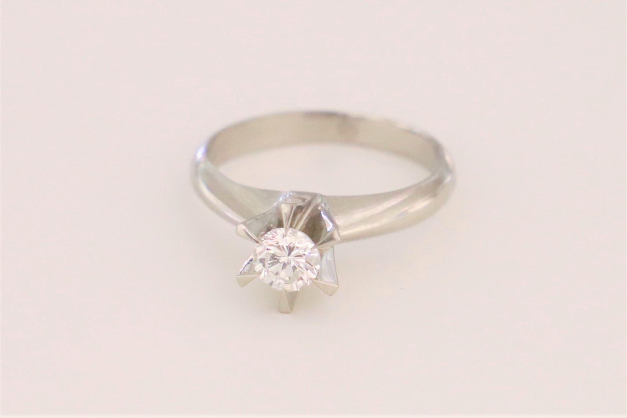 お持ちになられた立て爪の婚約指輪