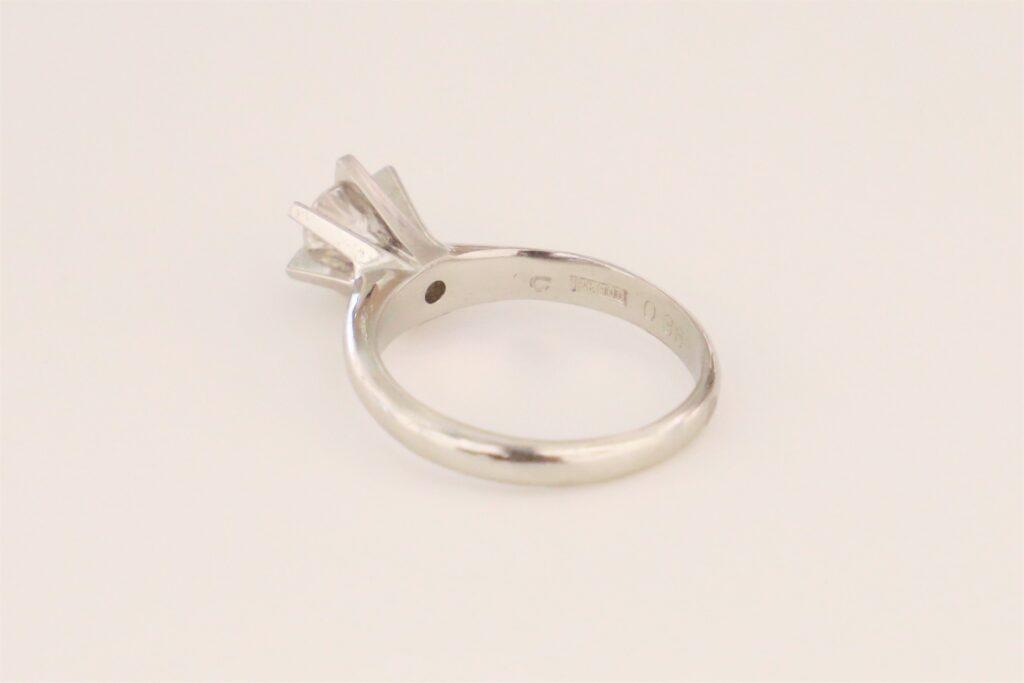 お母様から譲り受けられた0.36ctの立派な婚約指輪